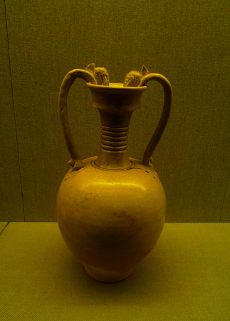wuhan: Wuhan Museum green glazed double Chi ear bottle of Tang (618-907) Editorial