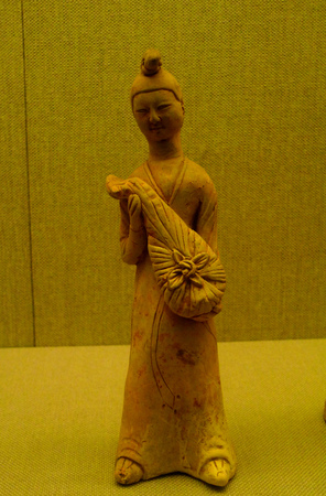 pipa: White pottery holds female figurines of the Tang dynasty (618-907)