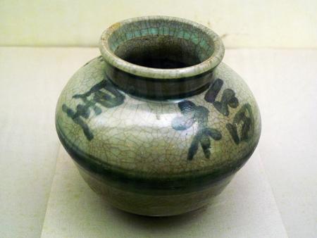 longevity medicine: Ferro longevity glaze pot of Tsinghua University in Qing dynasty