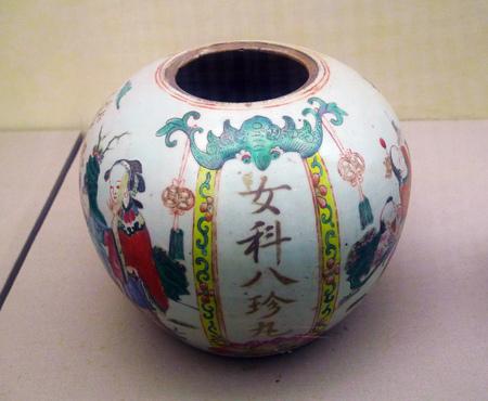 dynasty: Female treasures pill jar in Qing dynasty Editorial