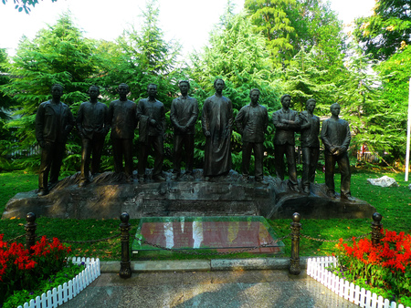 election commission: Wuhan City Communist Party five-site of Memorial, statue of CPC cited the election of five members of the Commission