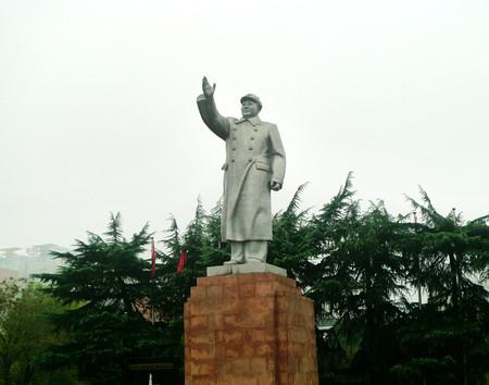 stele: Mao Zedong statue