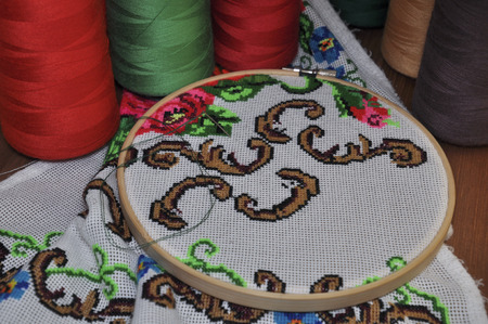 thread count: wooden hoop with a cross pattern embroidered cross on the desktop background