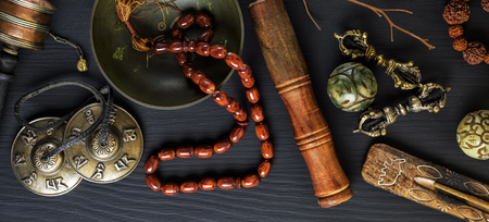 Copper singing bowl, prayer beads, prayer drum, stone balls and other Tibetan religious objects Stock fotó