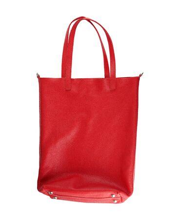 Bolso de cuero de mujer rojo rectangular con asas aislado sobre fondo blanco.