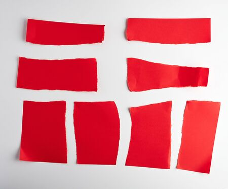 various blank pieces of red paper on white background, copy space Banque d'images