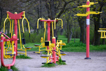 sports equipment in a public park without people, an empty playground during a pandemic and epidemic. Lockdown time 免版税图像