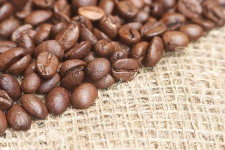bagging: Coffee beans on bagging material