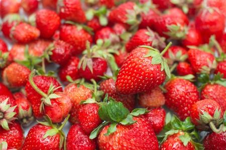 inmejorablemente: Frescas fresas maduras. Lo ideal ser�a como fondo