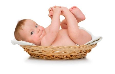 pie bebe: Hermoso bebé se encuentra en la almohadilla y juega con los pies propios Foto de archivo