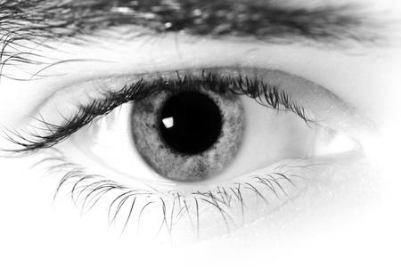 eye ball: Primer plano de una mirada del hombre. Foto de archivo