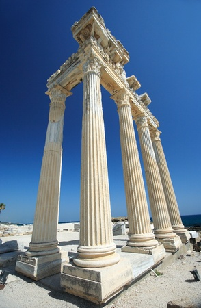 columnas romanas: El templo de Apolo en Side, Turqu�a Foto de archivo