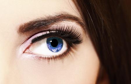 close-up van een vrouw ogen