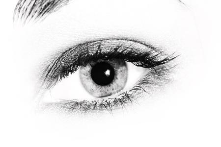 女性の目のクローズ アップ。