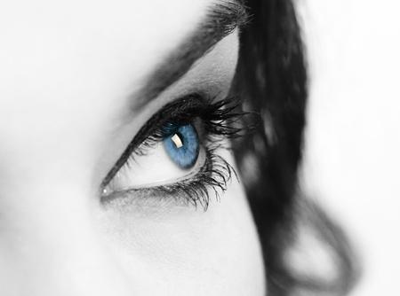 close-up portret van mooie blanke jonge vrouw