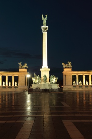 Heroes square by night in Budapest, Hungary Stock Photo - 17511783