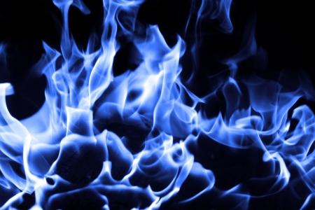 fuego azul: Fuego azul sobre fondo negro