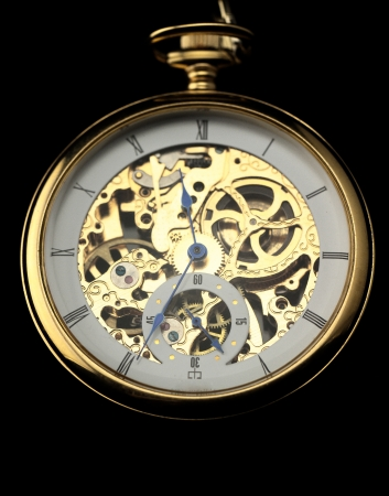 reloj antiguo: Máquina de reloj antiguo sobre fondo oscuro Foto de archivo