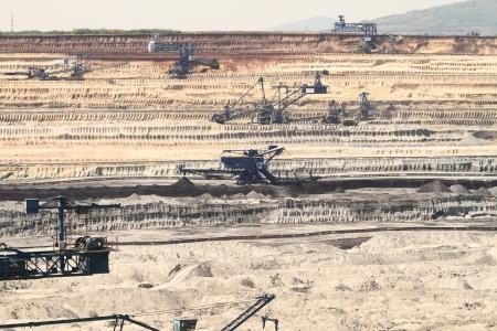 explocion: Miner?a del carb?n en un cielo abierto Foto de archivo