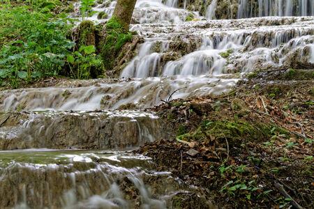 gradual: Hermosa foto de una hermosa cascada gradual
