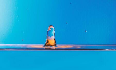 Blue water drop splashing Zdjęcie Seryjne - 147627411