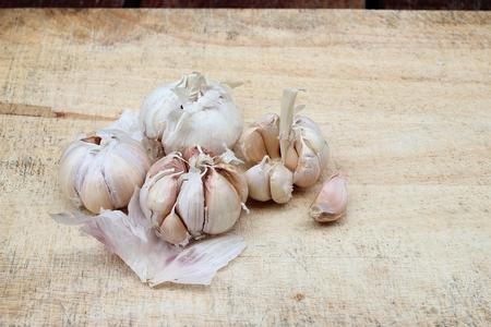 garlic clove: sliced garlic, garlic clove, garlic bulb on chopping block
