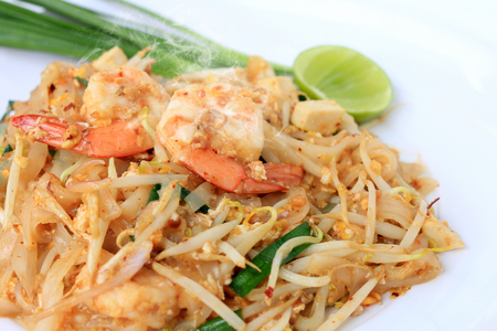 Thai style noodles, Pad Thai, stir-fried rice noodles with shrimp serve with vegetable in white plate on white background. The one of Thailand's national main dish. the popular food in Thailand. Standard-Bild