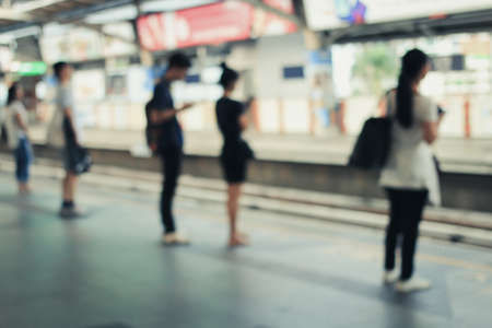 Blur Image of People standing for waiting for traveling to work using the BTS (Bangkok Transit System) in the morning at sky train station in Bangkok. Standard-Bild