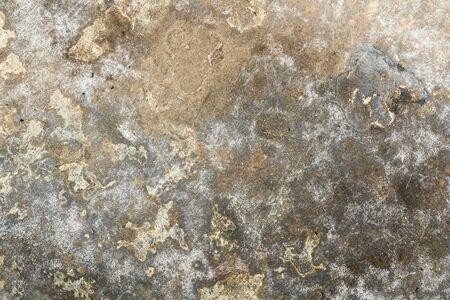 Textur der alten zerknitterten schäbigen Metalloberfläche, abstrakter Hintergrund in der Nähe Standard-Bild