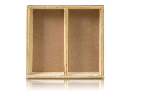 wood shelf: Estante de madera vac�o en el fondo blanco