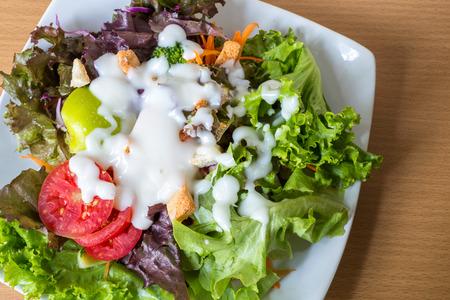 Frisches Gemüse-Salat, Salatdressing. Standard-Bild - 44685477