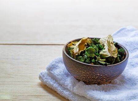 blend: Dried flowers in a bowl on table Stock Photo