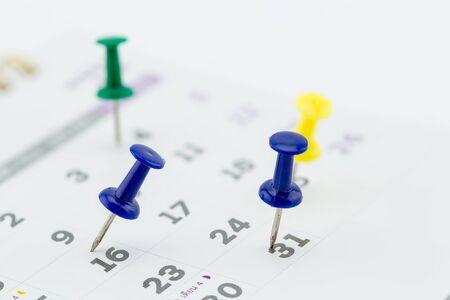 Nahaufnahme Kalender-Seite mit Zeichnung-pin Standard-Bild - 55015323