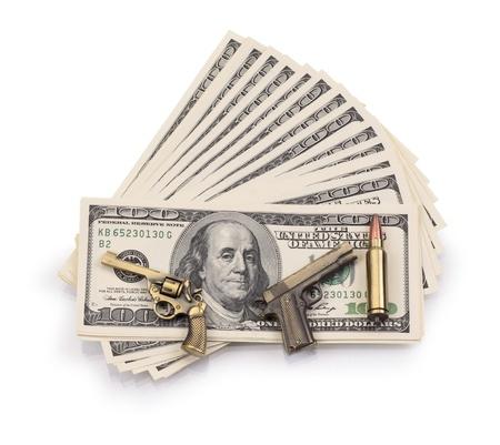 paquete de dólares y armas aislado en un fondo blanco Foto de archivo - 19636415