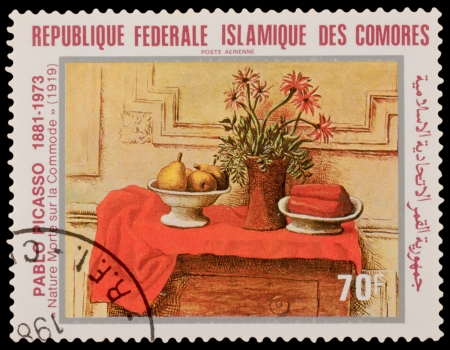 printmaker: COMORES - CIRCA 1981: A stamp printed in the COMORES, shows painting by Pablo Picaso, circa 1981