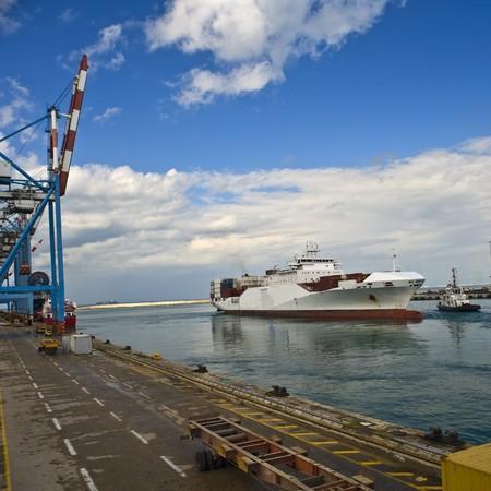 cargo ship disembarking Stock Photo - 4437910