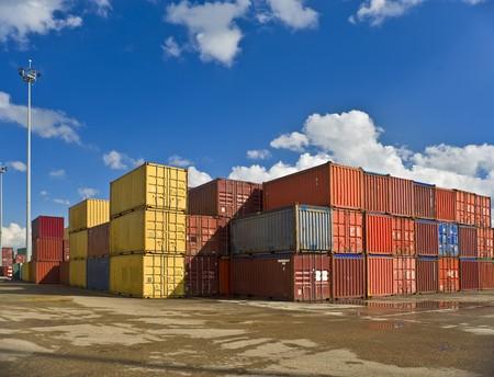 Bulk-Container in einer Werft Standard-Bild - 4438012
