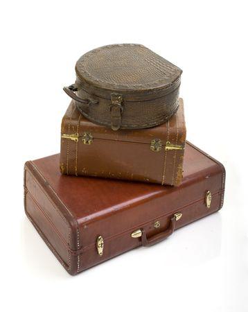 Stapel von drei retro-alte, für Vintage Koffer isoliert auf weiß Standard-Bild - 6464321
