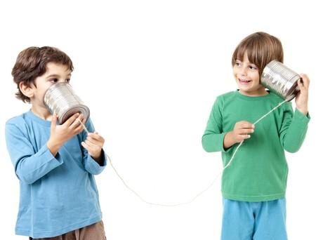 Zwei jungen talking on eine Blechdose-Phone isolated on white Standard-Bild - 8029896
