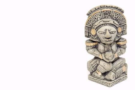 cultura maya: Estatua de Maya, aislado en blanco, espacio de copia  Foto de archivo