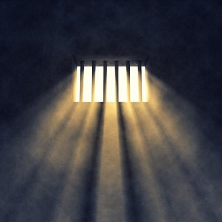 carcel: Interior de la celda de prisi�n, rayos de sol que entra por una ventana enrejada Foto de archivo