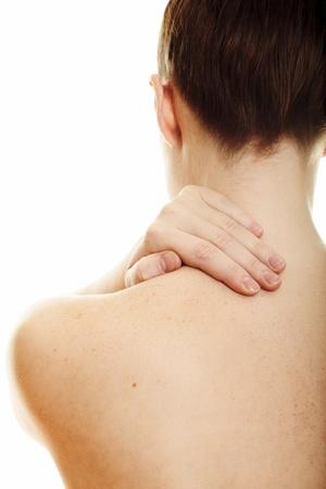 hombros: Mujer masaje dolor espalda aislado sobre fondo blanco  Foto de archivo