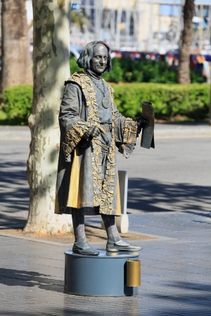 pretender: BARCELONA, SPAIN - APRIL 17 Human statue dressed as Christopher Columbus performing on La Rambla on April 17, 2013 in Barcelona, Spain La Rambla is most popular street in Barcelona