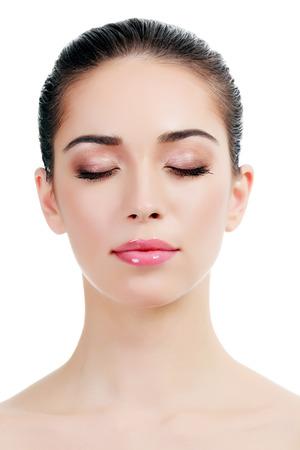 Schöne Mädchen mit saubere frische Haut, weißem Hintergrund, copy