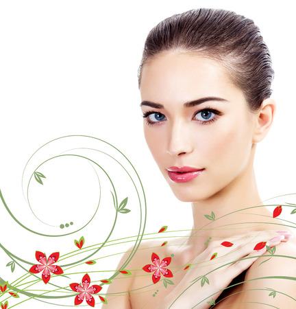 piel: Hermosa chica con piel limpia y fresca, fondo blanco