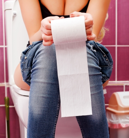 wc: Frau in der Toilette