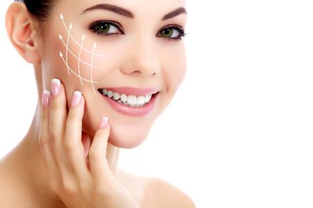 Vrolijke vrouw met frisse heldere huid, witte achtergrond Stockfoto