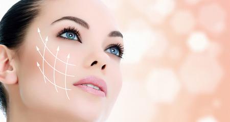 清潔でさわやかな肌を持つ若い女性 写真素材