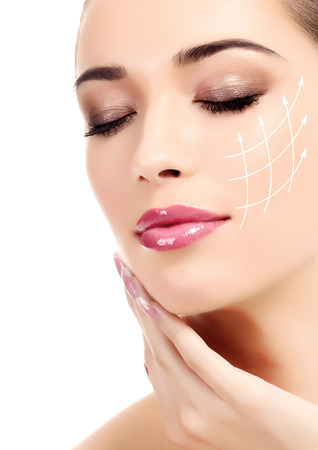 Mladá žena s čistou čerstvou kůži, bílé pozadí Reklamní fotografie