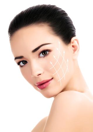 cabeza de mujer: Mujer joven con la piel limpia y fresca, concepto antiaging